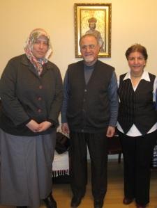 イスタンブール:(左から)本出張をアレンジしてくださったエブル博士(ムスリマ)、アルメニア・カトリック主教、アルメニア正教徒ジャーナリスト(2014年3月21日)
