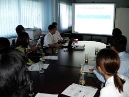 駐チュニジア共和国日本大使館でブリーフィングを受けるFSPTC参加生たち