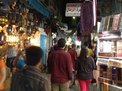 ラマダーン期間中の夜のメディナ(旧市街)