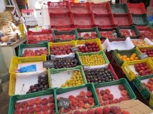中央市場に並ぶ果物たち(2014.07.22)